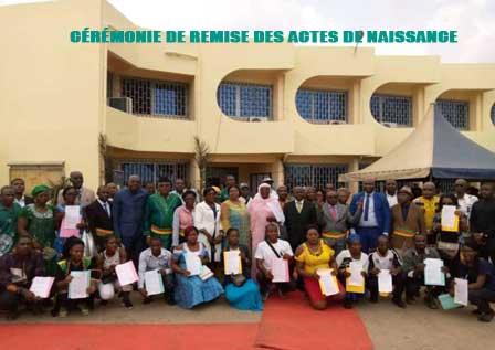 Douala 3ème : 2000 premiers actes de naissance remis aux bénéficiaires