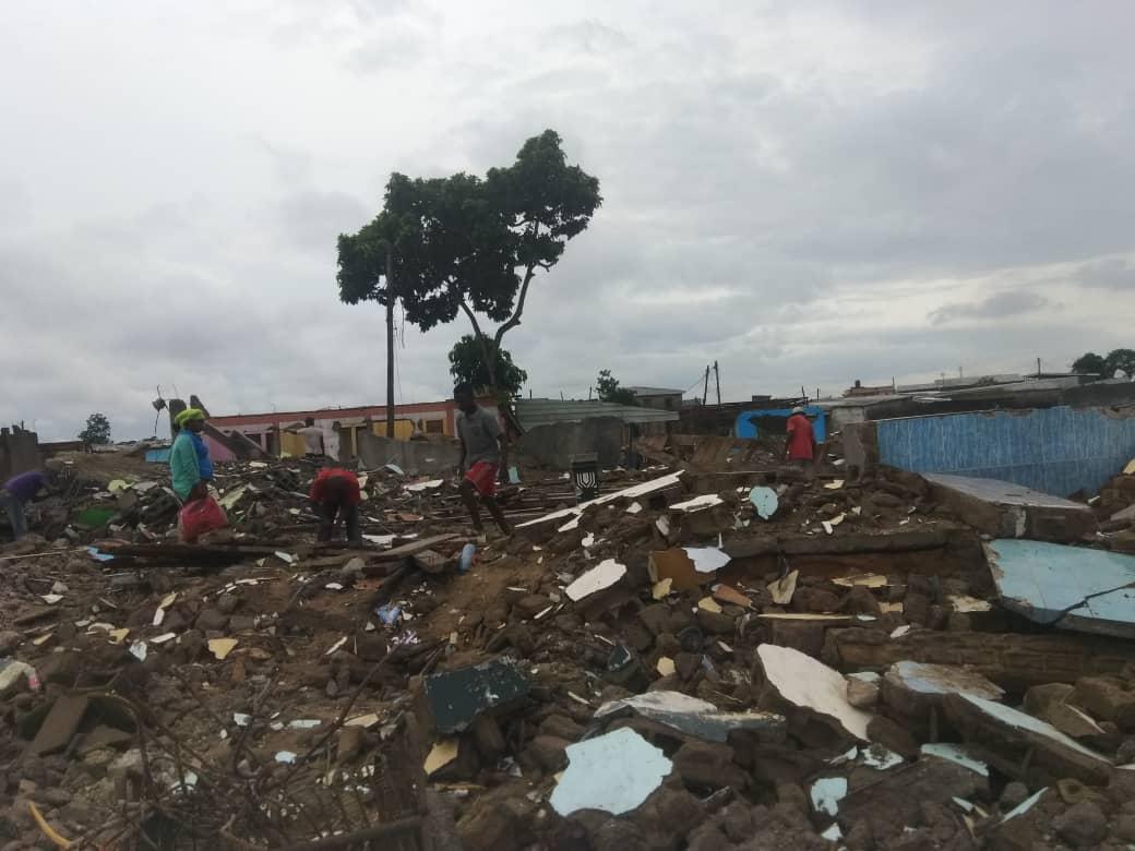 Déguerpissement : Au quartier New-town aéroport, les débris attirent la foule